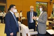Hình ảnh Chủ tịch Quốc hội chủ trì tọa đàm tham vấn về kinh tế-xã hội
