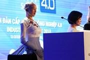 [Video] Robot Sophia biểu cảm, trả lời câu hỏi khó của phóng viên Việt