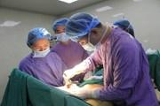 Cắt bỏ khối u ngực khổng lồ cho một phụ nữ ở Phú Thọ