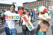 [Photo] Cổ động viên Mexico vỡ òa trong niềm vui chiến thắng