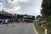 Sơn La: Xe khách va chạm với xe đầu kéo, Quốc lộ 6 ách tắc kéo dài