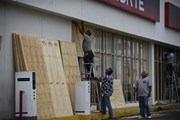 Hàng nghìn người dân Mexico phải sơ tán tránh bão Willa