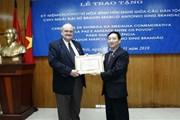 Trao Kỷ niệm chương Vì hòa bình tặng Đại sứ Brazil tại Việt Nam