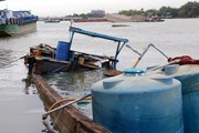 Thuyền chở hóa chất thủng đáy chìm xuống sông Đồng Nai