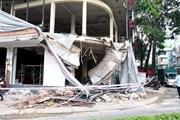 Sập ban công nhà đang sửa chữa, hai công nhân bị thương nặng