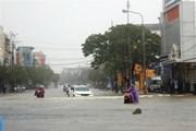 Mưa lớn liên tục hai gày qua khiến phố cổ Hội An bị ngập nặng