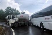 Lại xảy ra tai nạn xe khách va chạm xe bồn trên đèo Hải Vân