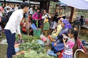 Nhộn nhịp phiên chợ quê của người Mông xã Nà Hẩu