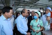 Thủ tướng Nguyễn Xuân Phúc thăm Công ty TNHH Điện tử Foster