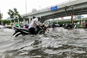 Nhiều tuyến đường tại Thành phố Hồ Chí Minh ngập sau cơn mưa lớn