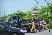 Cảnh sát giao thông Ninh Bình căng mình bám đường những ngày nắng nóng