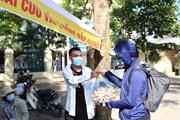 [Photo] Vải thiều Bắc Giang đắt hàng trên đường phố Hà Nội