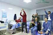 Hình ảnh bệnh nhân khoa Ung bướu viện Thanh Nhàn cổ vũ U22 Việt Nam