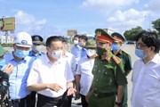 Chủ tịch thành phố Hà Nội Chu Ngọc Anh kiểm tra các chốt kiểm dịch