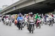 Người dân Hà Nội 'áo quần như nêm' trong ngày lạnh nhất từ đầu Đông