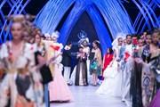 Tuần lễ thời trang Xuân Hè 2018: Sự trở lại của chất liệu truyền thống