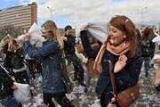 """[Photo] """"Cuộc chiến gối ôm"""" tại Séc lập kỷ lục Guinness"""