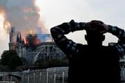 Người Paris bàng hoàng chứng kiến vụ cháy tại Nhà thờ Đức bà Paris