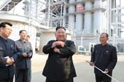"""Hình ảnh ông Kim Jong-un """"tái xuất"""" trong lễ khánh thành một nhà máy"""