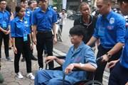 Vừa mổ ruột thừa, nam sinh ngồi xe lăn đến dự kỳ thi THPT quốc gia