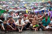 [Photo] Fan Myanmar đội mưa cổ vũ đội nhà hạ U23 Việt Nam