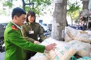Bắt gần 2 tấn củ cải khô nhập lậu tập kết giữa trung tâm Hà Nội