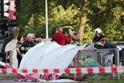 Đoàn tàu đâm vào xe đạp thùng khiến 4 trẻ em thiệt mạng