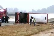 Lật xe buýt chở khách du lịch khiến 46 người thương vong