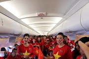 [Video] CĐV Việt Nam cùng nhau hát quốc ca ở độ cao 10.000m