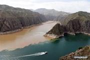 Hình ảnh thú vị khi hai con sông khác màu hợp lưu tại hồ chứa nước