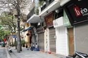 Nhiều cửa hàng ở Hà Nội đóng cửa để hạn chế tập trung đông người
