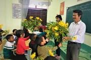 [Photo] Những người thầy nuôi dạy học sinh bán trú ở vùng biên