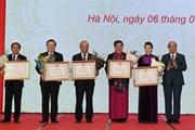 Thủ tướng trao Huân chương Đại đoàn kết dân tộc cho lãnh đạo Quốc hội