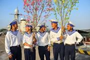 [Photo] Đoàn công tác Vùng 2 Hải quân chúc Tết Nhà giàn DK1 và Côn Đảo