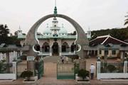 Đến thăm Thánh đường Hồi giáo Mubarak nằm bên bờ sông Hậu