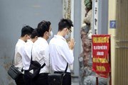 [Photo] Nhiều người dân Thủ đô vẫn đến đền, chùa lễ ngày Một