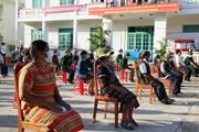 Hình ảnh cử tri Quảng Nam phấn khởi đi bỏ phiếu trong ngày bầu cử sớm