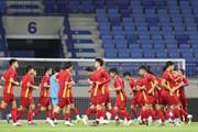 Hình ảnh các cầu thủ đội tuyển Việt Nam làm quen sân Al Maktoum