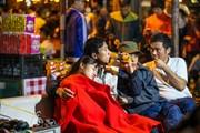 [Photo] Hàng trăm người vạ vật thâu đêm chờ xin ấn đền Trần