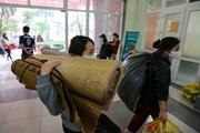 Sinh viên Thủ đô tất bật dọn đồ nhường ký túc xá làm khu cách ly