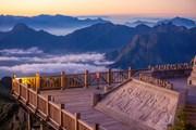 Ngắm biển mây tuyệt đẹp trên 'nóc nhà' của Việt Nam