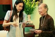 [Photo] Cử tri 96 tuổi và 4 thế hệ gia đình cùng đi bỏ phiếu ở Thủ đô
