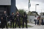 Hai học sinh chết tại chỗ trong vụ nổ súng trước cổng trường học