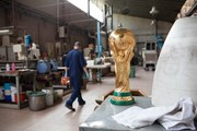 [Photo] Cận cảnh xưởng sản xuất cúp vàng World Cup 2018