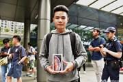 [Photo] Hàng người dài xếp hàng để mua iPhone ở Singapore