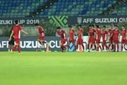 [Photos] AFF SUZUKI Cup: Đội tuyển Việt Nam tập luyện làm quen sân