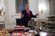 [Video] Ông Donald Trump chiêu đãi khách bằng pizza, khoai tây chiên
