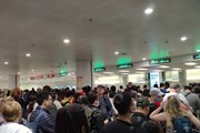 [Photo] Sân bay Nội Bài thắt chặt kiểm soát khách nhập cảnh