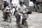 [Photo] Cận cảnh đoạn đường lầy lội, nhiều 'ổ voi' nhất Hà Nội