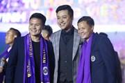 Dàn sao của Hà Nội FC bảnh bao, lịch lãm trong đêm vinh danh